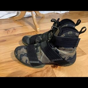 Nike Lebron Zoom soldier 10 camo. Size 14